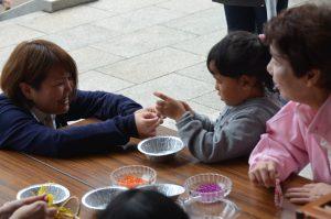 うでわ念珠作り(2017年サンマまつり)