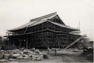 復興途中の難波別院本堂